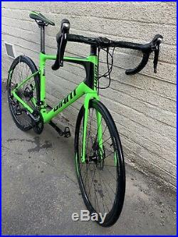 Carbon Road Bike / Endurance Bike (2018 Giant Defy Advanced 2) Mint Condition