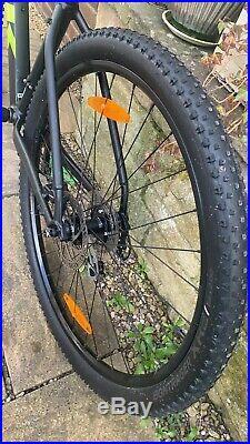 Trek Marlin 6 2019 Mountain Bike 19.5 Inch Bundle